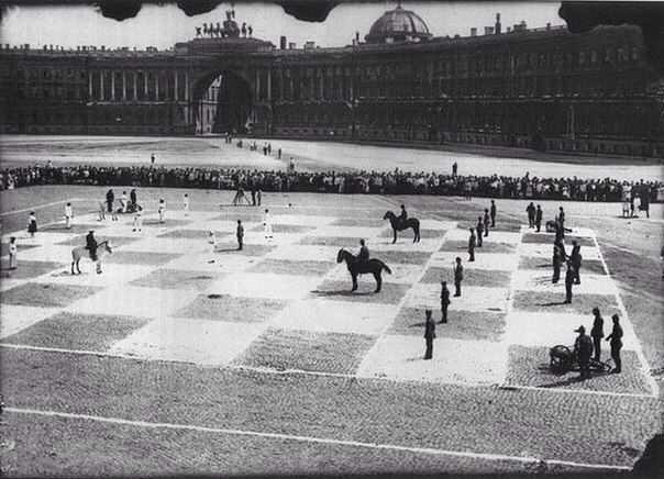 Human chess match in Leningrad